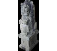 Лев со щитом, мрамор