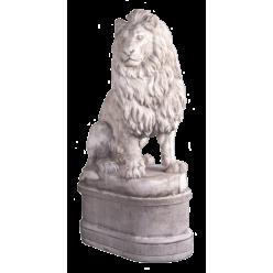 Лев большой, левый на постаменте