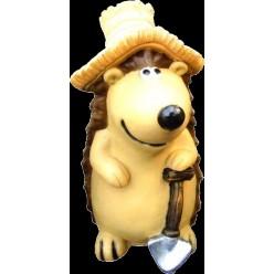 Ежик в шляпе с лопатой