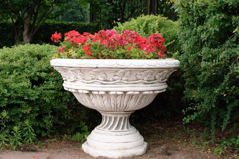 Большие вазы для сада